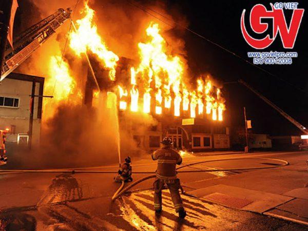 Cháy nổ luôn là một trong những nguy cơ tiềm ẩn và mang lại rất nhiều rủi ro thường xuyên chực chờ đe dọa chúng ta.