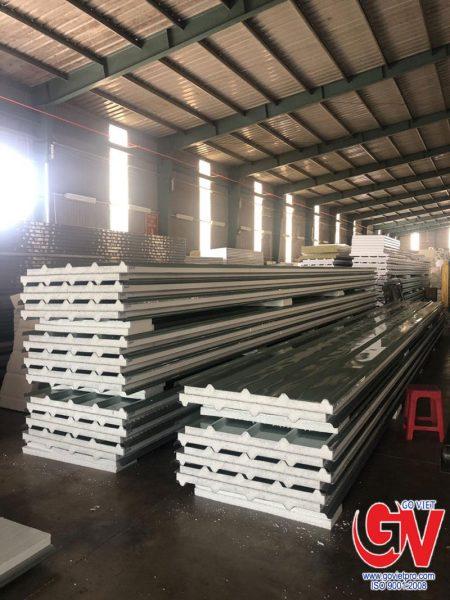SP Panel EPS (xốp EPS trắng) - mái (5 sóng, dày 50mm), 2 mặt tôn Đông Á (xanh ngọc)