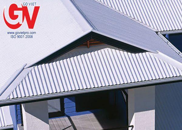 Tôn cách nhiệt 3 lớp giúp chống nóng cho mái hiệu quả.