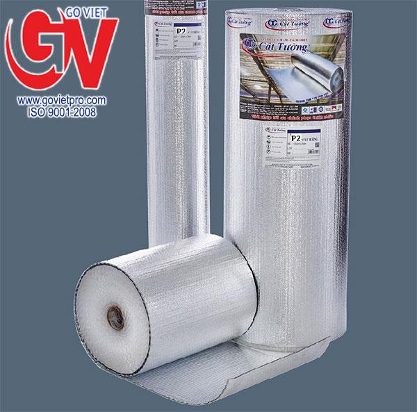 Tấm cách nhiệt Cát Tường gồm 2 lớp bạc và được thành khối trụ