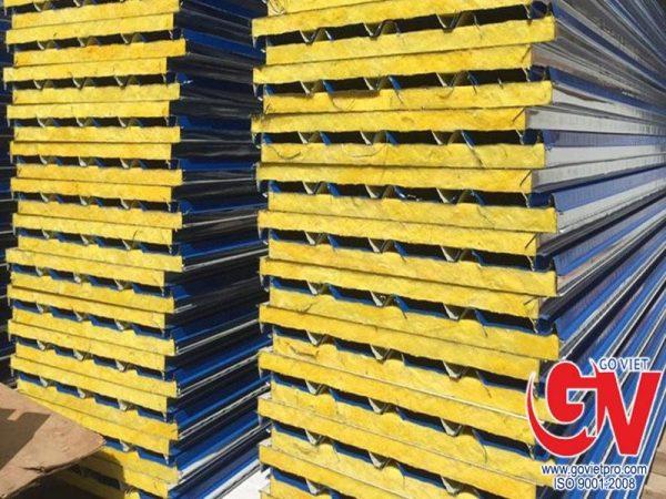 Panel glasswool 5 sóng chuyên dụng cho các công trình có mái.